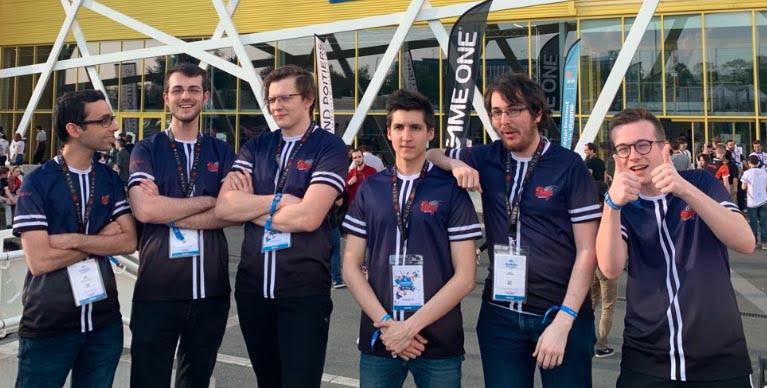 Les joueurs esport League of Legends de l'équipe lilloise Bastille Legacy